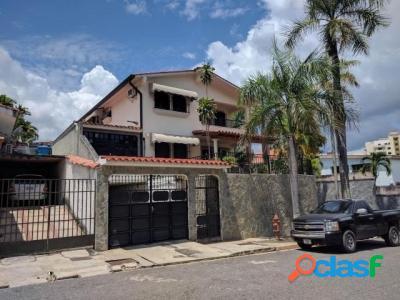 500 M2. Hermosa Casa Quinta en Venta en Terrazas de los Nisperos