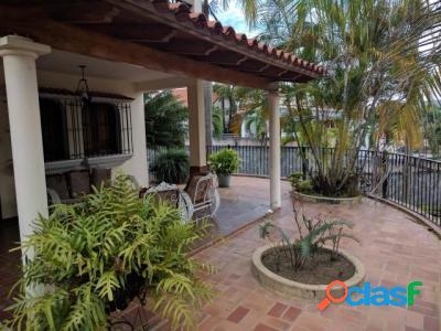500 M2. Hermosa Casa Quinta en Venta en Terrazas de los Nisperos 1