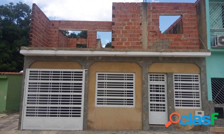 147 M2. Bonita Casa en Conjunto Cerrado en Bella la Florida - Valencia