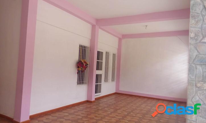 147 M2. Bonita Casa en Conjunto Cerrado en Bella la Florida - Valencia 1