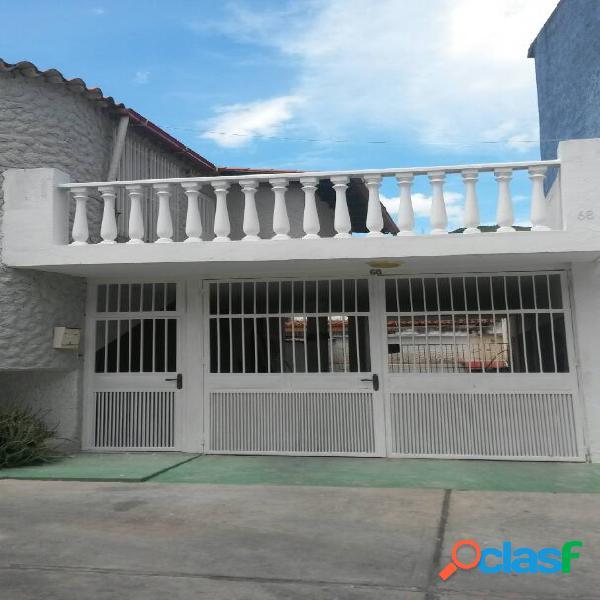 Bonita casa en urbanización valles de las tejerias. estado aragua