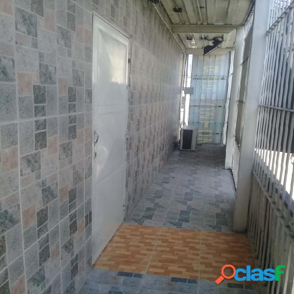 Alquiler de oficinas en avenida constitución de maracay. 27 mtrs2.