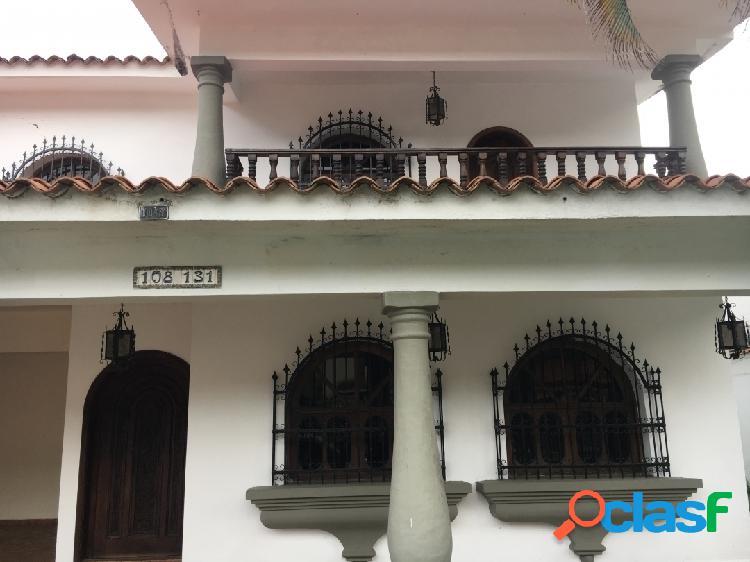 450 m2. re/max ofrece en venta casa en urbanización la viña