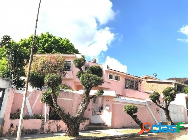 592 m2 venta de casa quinta de 2 niveles, en valle de camoruco, valencia.