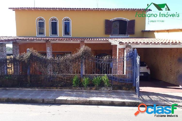 Casa 4 dormitórios centro de angatuba sp