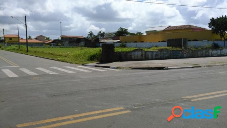 Área no centro de ilha comprida
