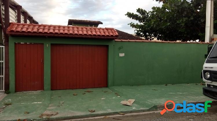 Ótima casa na região central da ilha comprida