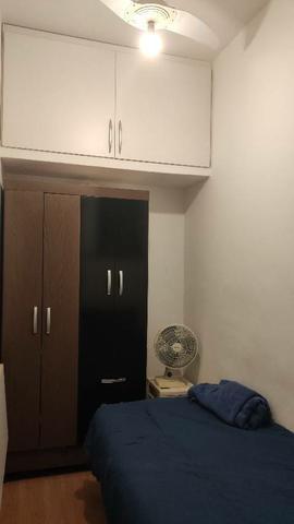 Alugo quarto com banheiro individual