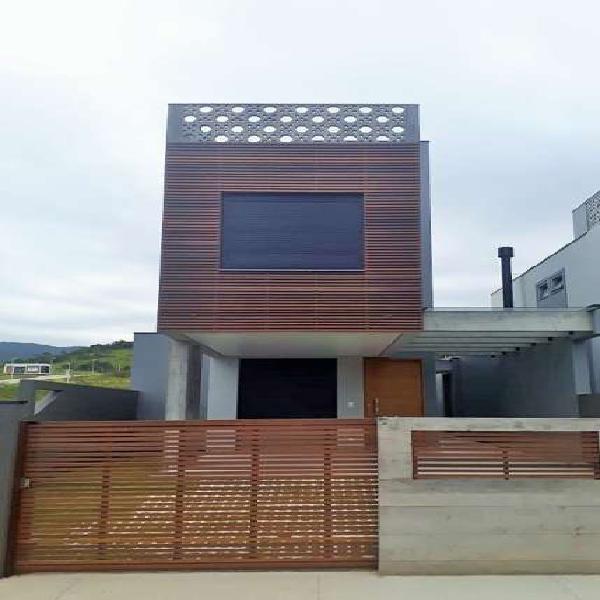 Casa nova à venda, fino acabamento, 140m², 3 suítes,
