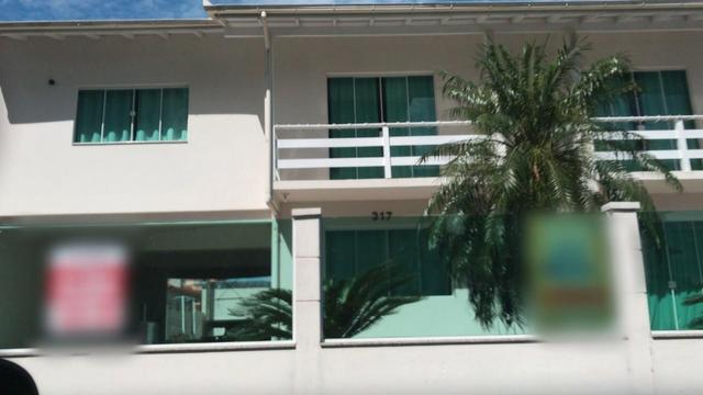 Casa de alto padrão mobiliada de 5 quartos na praia de