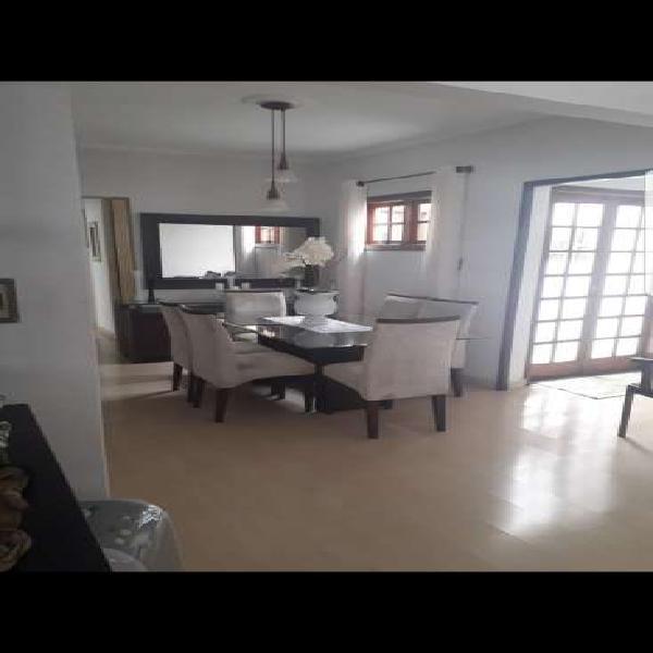 Casa para venda com 270 metros quadrados com 3 quartos em