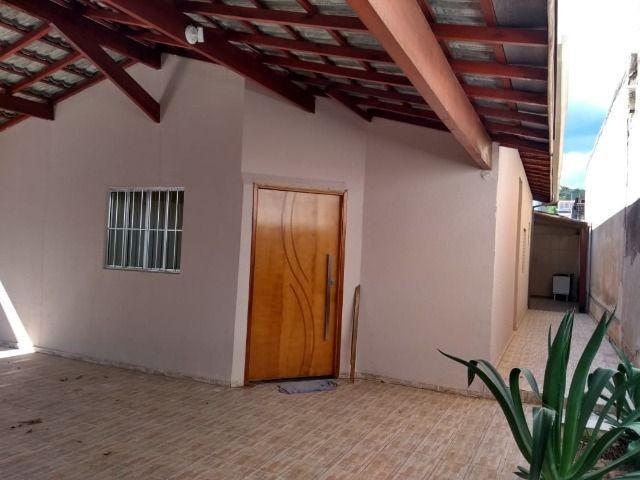 Linda casa 2 dormitórios sendo 1 suíte com garagem para