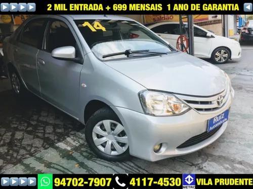 Toyota etios sedan 1.5 xs flex 2 mil entrada + 699 mensais