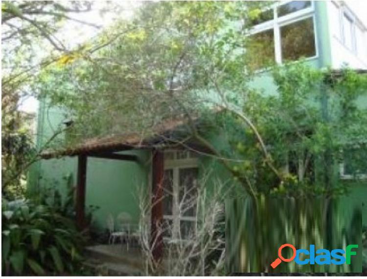 Niterói/rj - itaipu - casa 3 quartos sendo 1 suíte 4 vagas