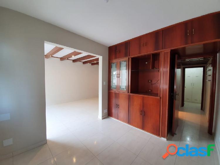 Excelente apartamento de 3 dorm com 2 suítes em Santos na Ponta da Praia. 2