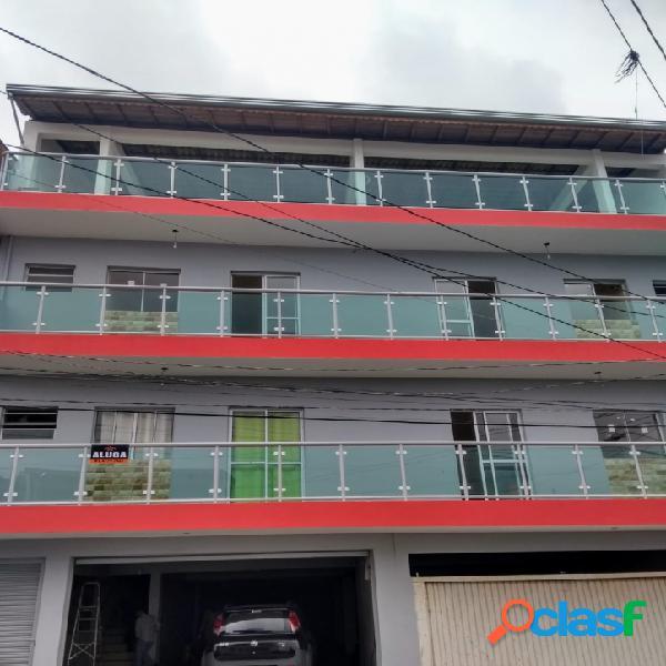 Aluga apartamento valores r$ 600,00 e r$ 700,00.