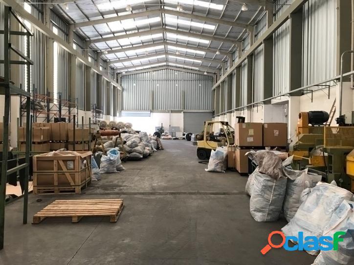 Alugo galpão de 2.750 m2 de área fabril e 250 m2 de área de escritório
