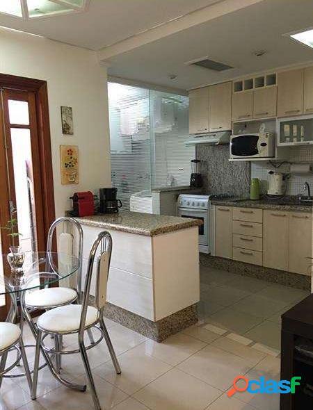 Casa em condomínio fechado com 3 dormitórios sendo 1 suíte e 3 vagas