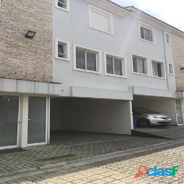 Casa em condomínio fechado com 3 dormitórios e 3 vagas