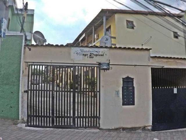 Linda casa duplex de dois quartos em condomínio para