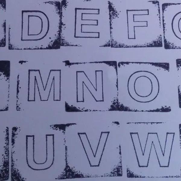 Carimbos de madeira do alfabeto - letra caixa alta.