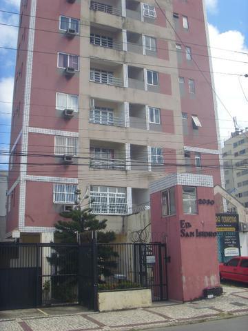 Timo apartamento com dois quartos para aluguel no centro