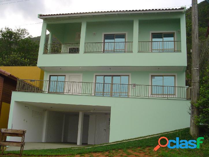 Casa 2 pavimentos com 4 dormitórios sendo 1 suíte. florianóp