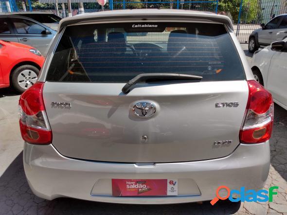 Toyota etios xs 1.5 flex 16v 5p mec. prata 2014 1.5 flex