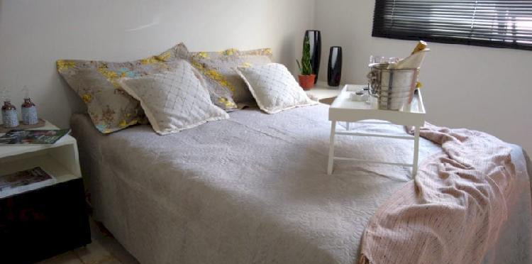 Apartamento 2 quartos com área privativa e armários