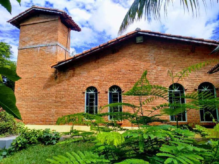 Casa condominio de sitios parque dos cisnes, regiao norte