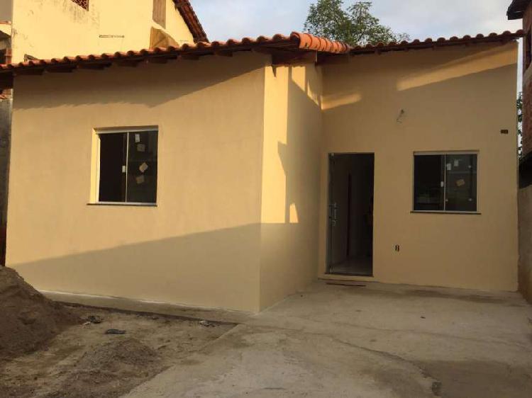Casa com 2 quartos sendo 1 suite e quintal em santa isabel -