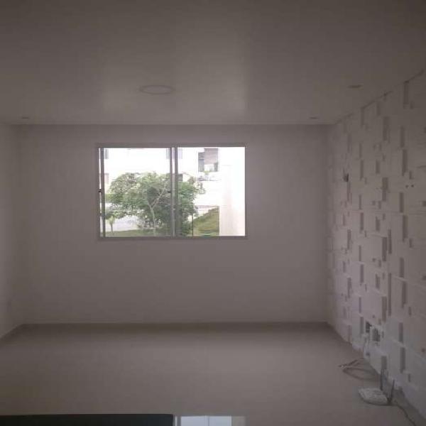 Piso porcelanato, teto rebaixado e iluminado, banheiro, 1