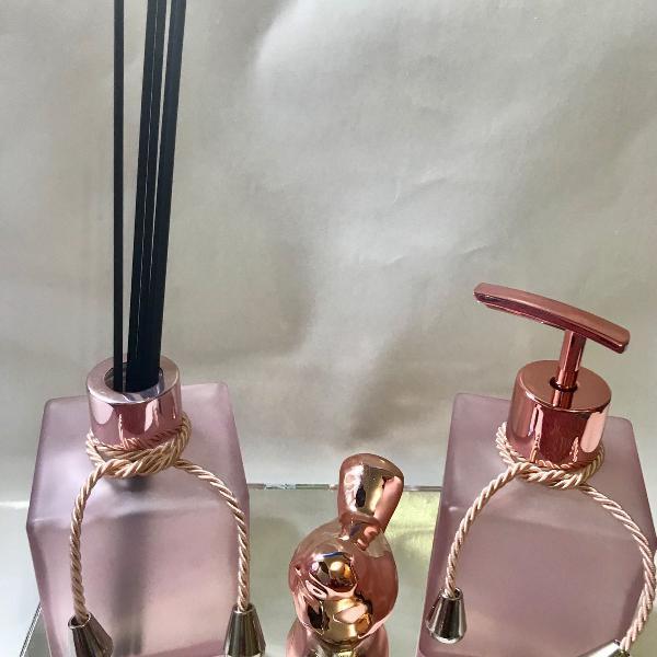 Kit lavabo rose com 4 peças.