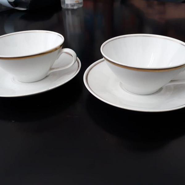 Par de xícaras de porcelana real