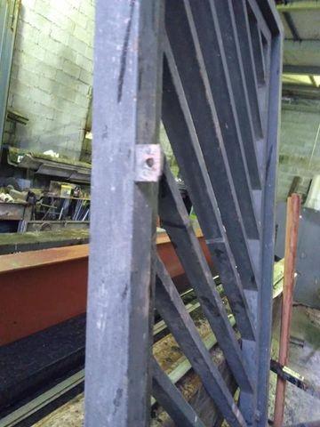 Portão social 2,05 x 74 tubo de ferro reforçado e