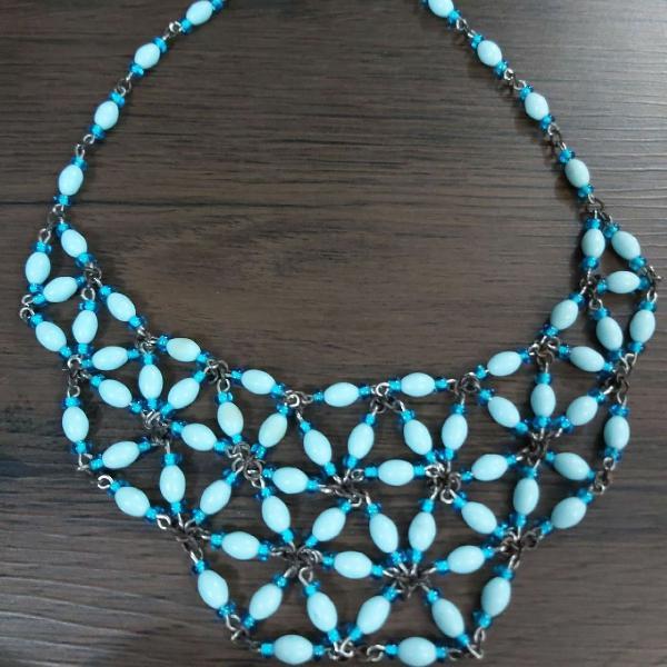 Colar artesanal azul estilo lenço