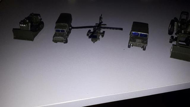 Coleção carrinhos maisto do exército