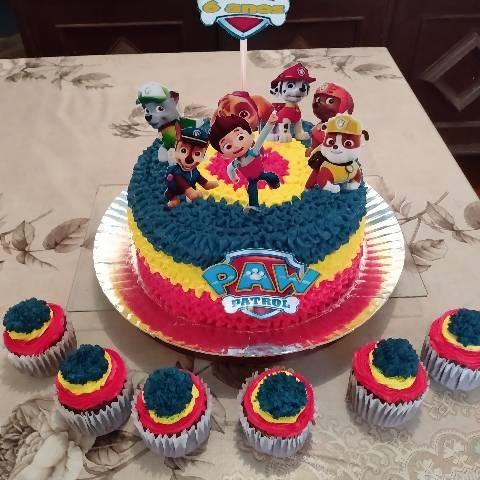 Doces salgados bolos e kits festa