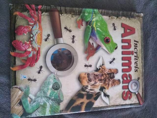 Livro animais incríveis acompanha lupa infantil