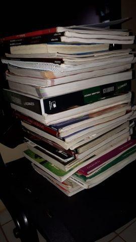 Livros didáticos e paradidáticos várias matérias 40 cada