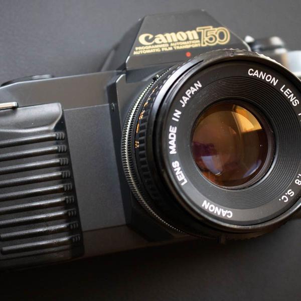 Câmera fotográfica analógica canon t50