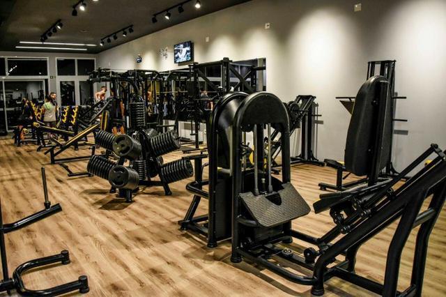 Academia de musculação completa aparelhos de musculação