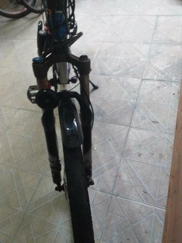 Bicicleta aro 29 na cor preta com azul first shimano vários