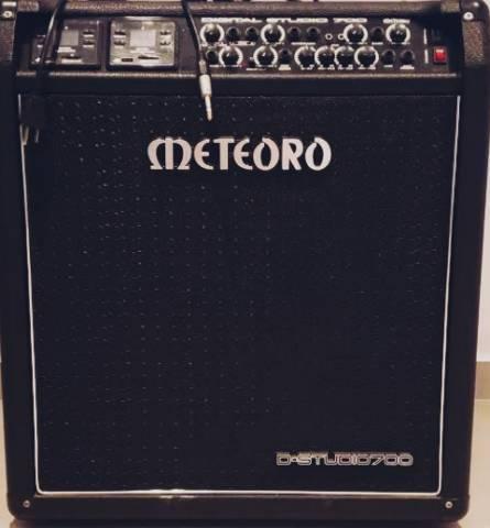 Amplificador meteoro studio 700