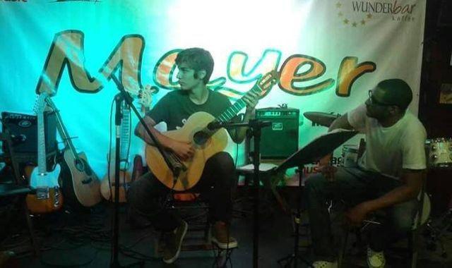Aula de violão e guitarra via skype