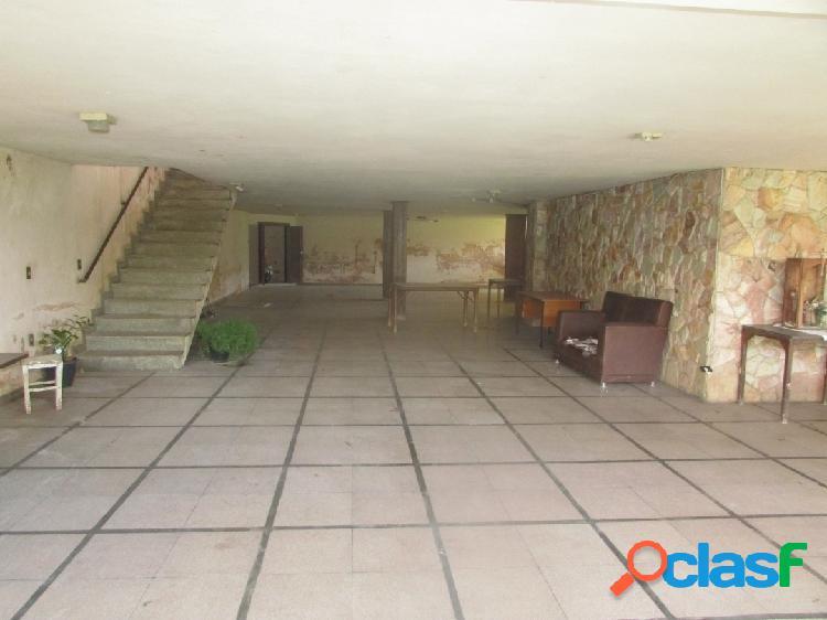 Centro|alugo casa com ótima localização excelente pra clinica