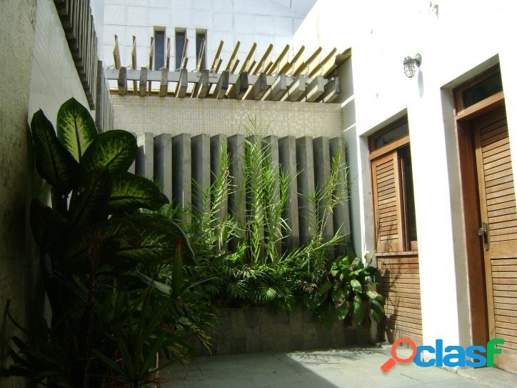 Casa ampla em uma excelente localização do centro da cidade!