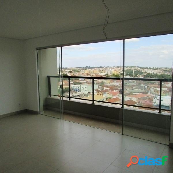 Apartamento c/ armários e elevador em condomínio