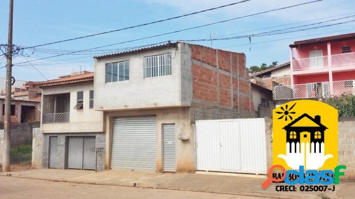 Casa com 125 m² de terreno e 120 m² de área construída.