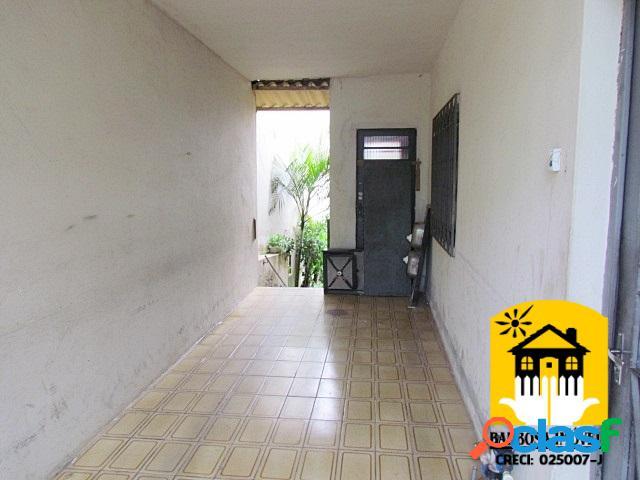 Terreno com 02 imóveis. área total de 280 m².